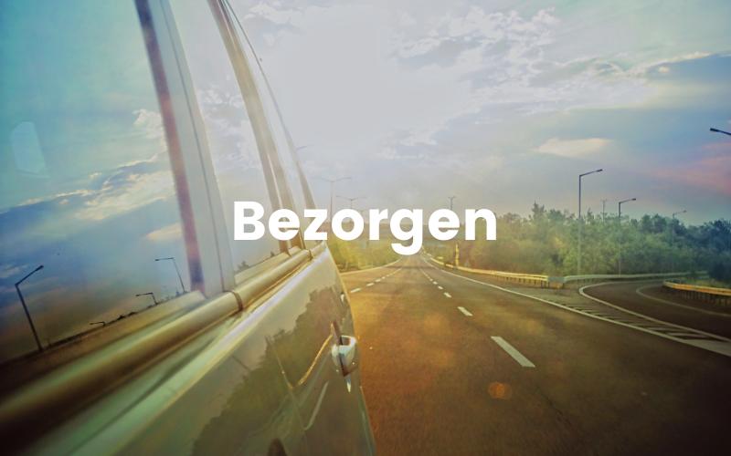 Deze afbeelding toont een auto op een snelweg, deze foto legt de bezorgwijze van Tubtoyou uit
