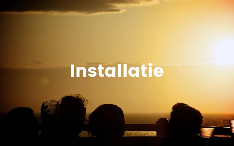 Deze afbeelding toont mensen in de mobiele hottub bij ondergaande zon en legt uit dat installatie een extra service kan zijn van Tubtoyou